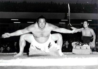 Le yokozuna Yoshibayama lors du yokozuna dohyô iri