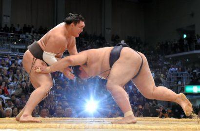 Hakuho conserve sa place de leader après avoir battu l'ôzeki Kisenosato