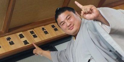 Au hatsu basho 2016, Yoshikaze sera l'un des deux sekiwake.