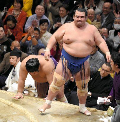 Kotoshogiku à une victoire du titre