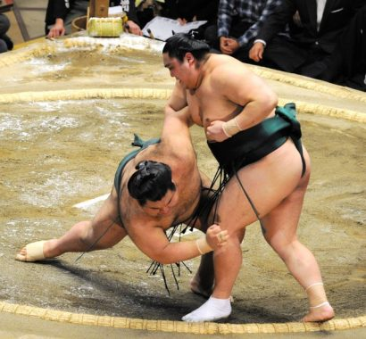 Takayasu quitte le peloton