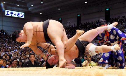 Hakuho, Kisenosato et Goeido à égalité