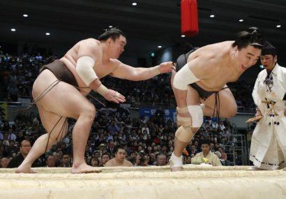 Hakuho remporte son 36ème yusho en battant en finale Harumafuji.