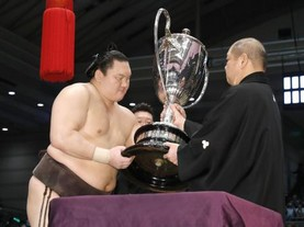 Hakuho remporte son 36ème yusho