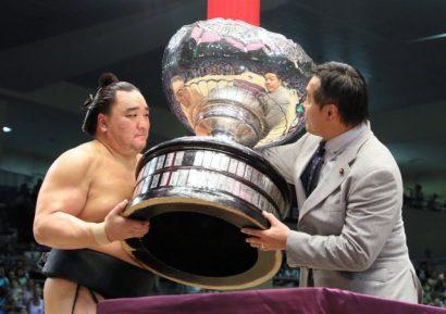 Harumafuji remporte son 8ème yusho