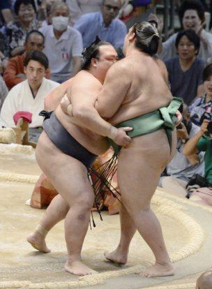 Kisenosato s'impose sans effort face à Kaisei
