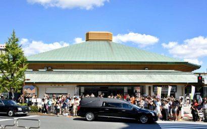 1000 personnes aux funérailles de Chiyonofuji