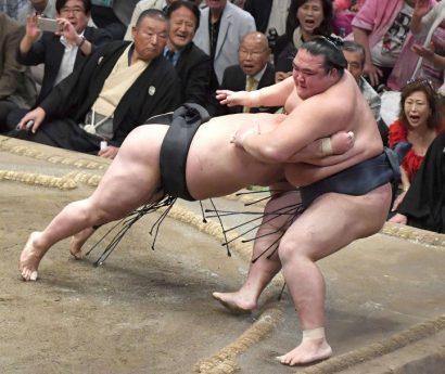 Fin des illusions pour Kisenosato qui perd contre Goeido