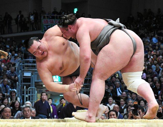 Kisenosato contre Tochinoshin