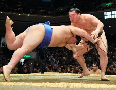Les trois yokozuna s'imposent facilement