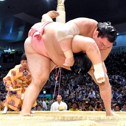 Hakuho est désormais seul en tête du tournoi