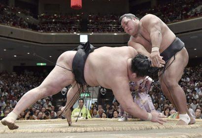 Shohozan inflige à Goeido une seconde défaite