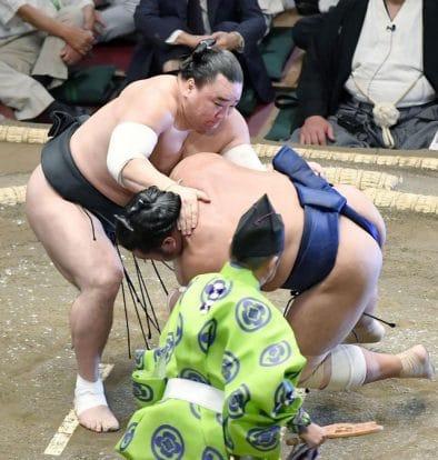 Harumafuji débute confortablement le tournoi