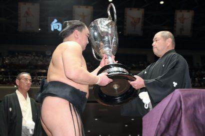 Harumafuji remporte son 9e titre