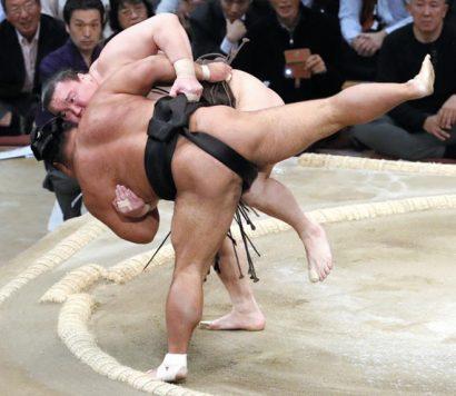 Hakuho désormais seul lutteur invaincu