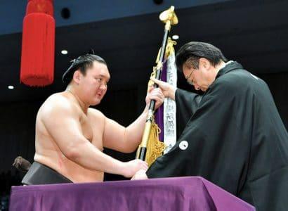 Hakuho vainqueur du tournoi de Kyushu