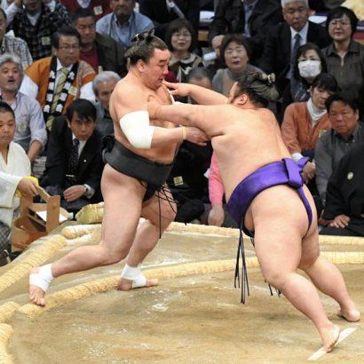 Harumafuji est déjà en difficulté