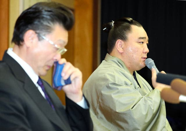 Harumafuji et Isegahama oyakata