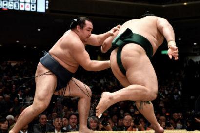 Le yokozuna maintient son invulnérabilité
