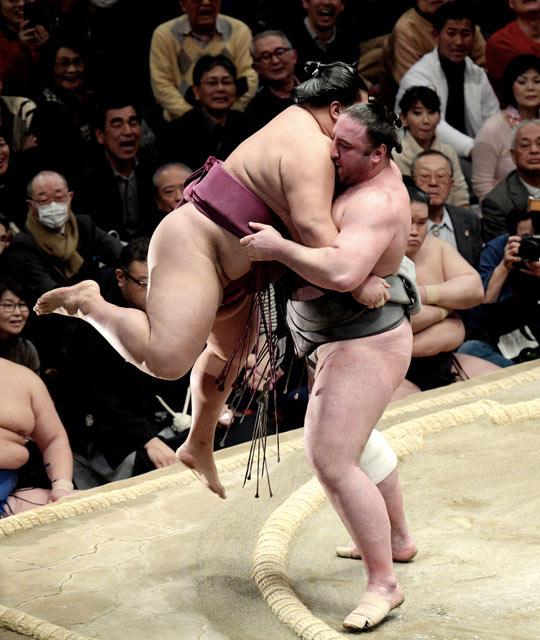 Tochinoshin contre Mitakeumi