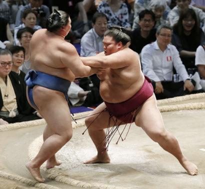 Mitakeumi est le seul lutteur invaincu