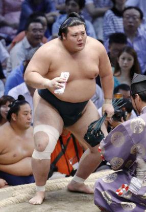 Yutakayama reçoit sa récompense
