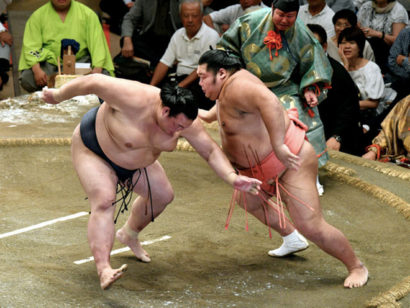 Première défaite pour Kisenosato et Mitakeumi