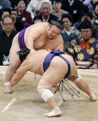 Takakeisho se rapproche du titre