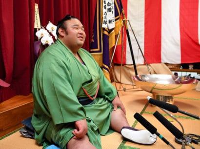 Takakeisho peut enfin souffler après son premier titre décroché à Fukuoka.