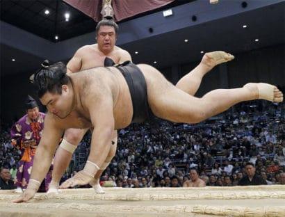 Tochiozan donne le ton après le retrait de Kisenosato