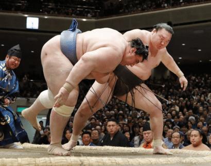 Hakuho maintient le cap