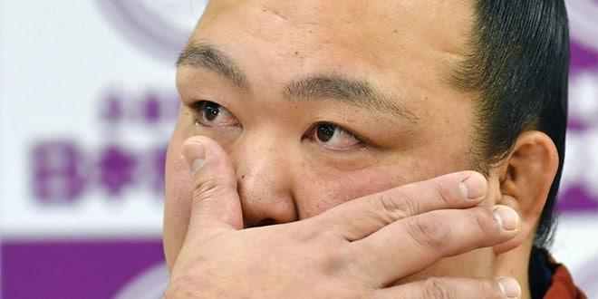 Kisenosato annonce son intai