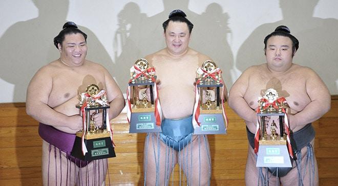 Mitakeumi, Tamawashi et Takakeisho