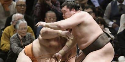 Hakuho s'impose est reste invaincu