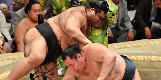J13 – Asanoyama bloque Tochinoshin dans sa quête
