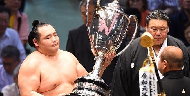 J15 – Kakuryû confirme sa suprématie sur Hakuhô et remporte le tournoi de Nagoya