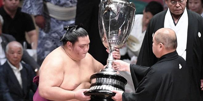 J15 – La coupe pour Mitakeumi !