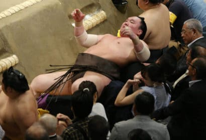 Hakuhô renvoyé dans les fauteuils