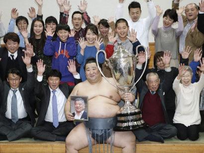 Tokushoryu remporte son premier tournoi
