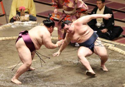 Kakuryû chute tout seul devant Endo