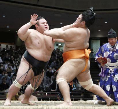 Takakeisho repousse Shimanoumi