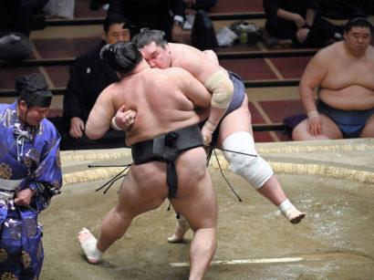 Terunofuji contre Asanoyama