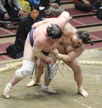 Takayasu fait basculer Terunofuji