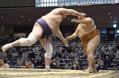 Terunofuji se débarasse de Mitakeumi