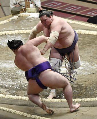 Terunofuji repousse Meisei