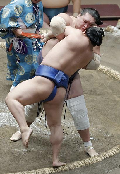Terunofuji contre Wakatakakage