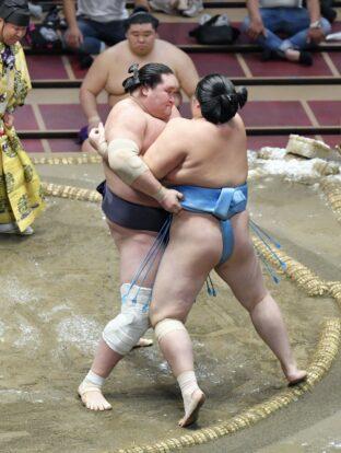 Terunofuji maîtrise Kotonowaka